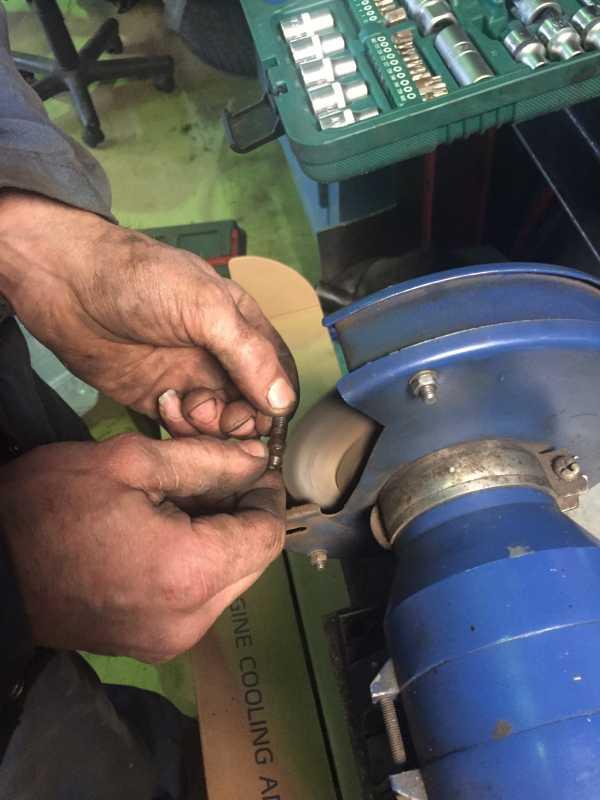 замена тормозной жидкости своими руками поло седан